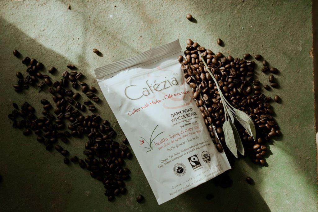 Konzumovanie kávových zŕn - ilustračná fotka kávových zŕn Cafézia