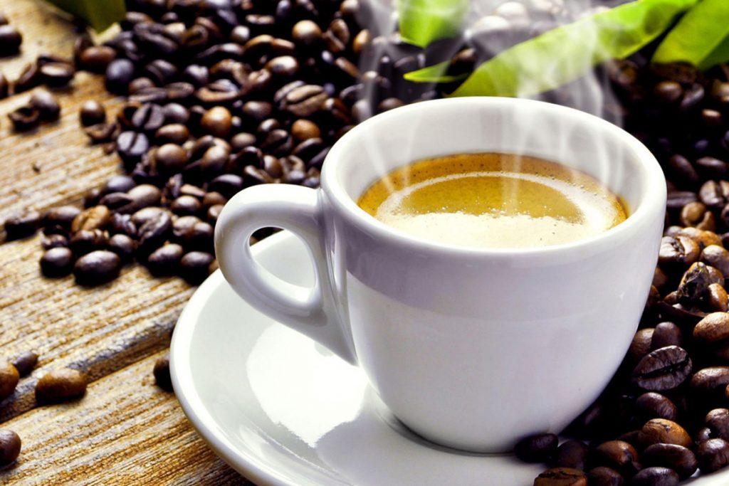 Káva, hnedý tuk, chudnutie a boj s obezitou