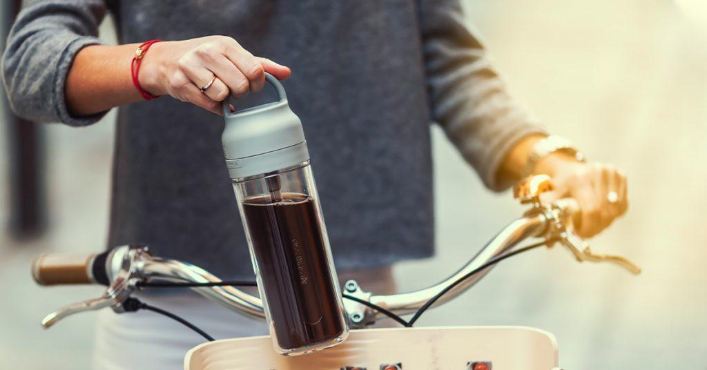 Bicykel z recyklovaných kávových kapsúl, Velosophy, s držiakom na kávu