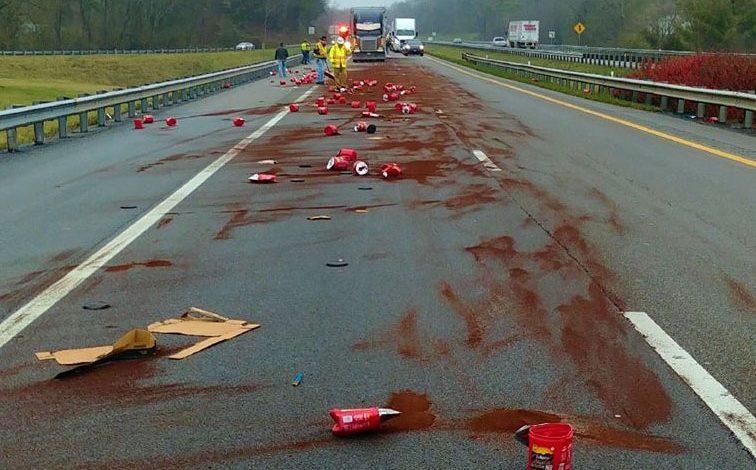 Rozsypaná káva na diaľnici.