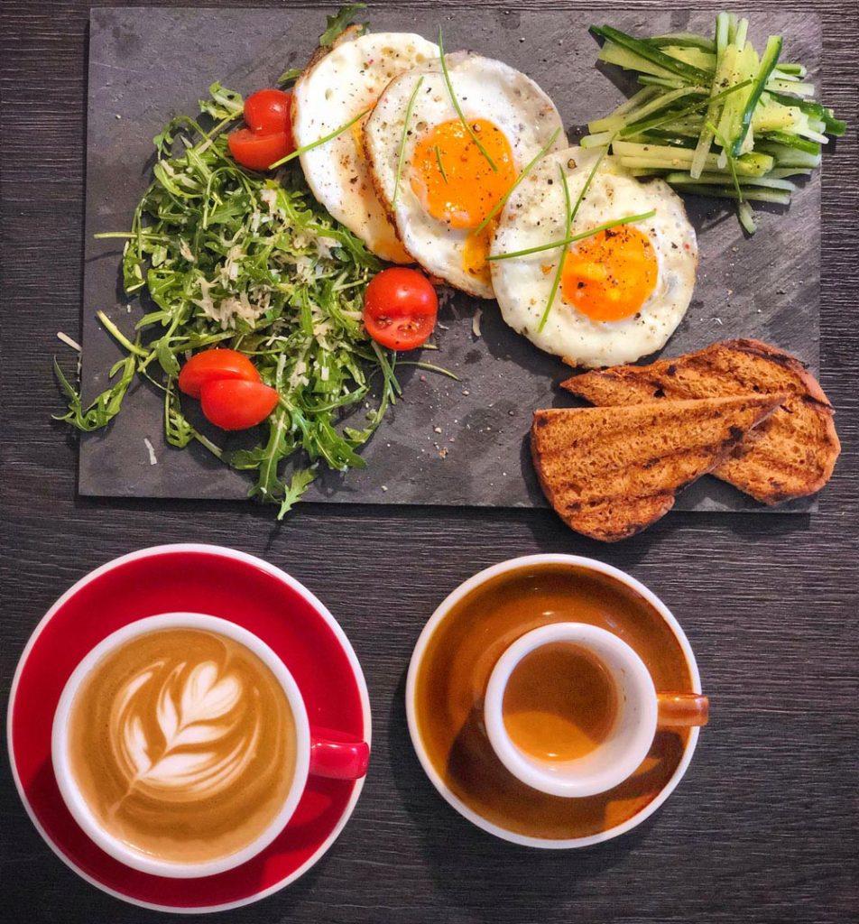 Raňajky s dobrou kávou