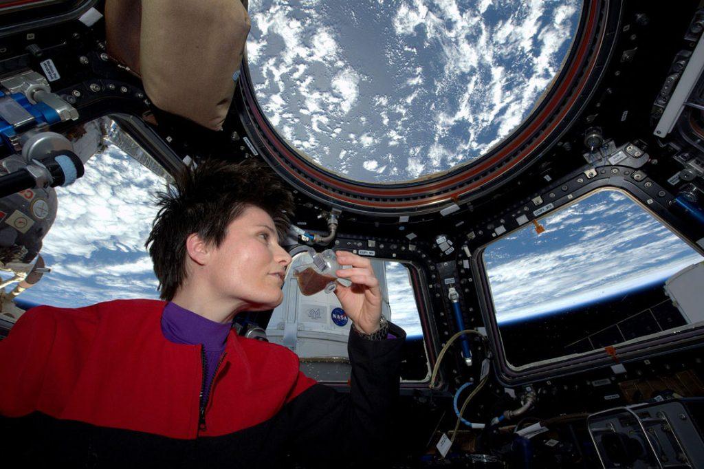 Ako piť kávu vo vesmíre?