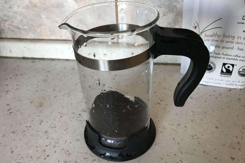 Príprava kávy cez french press