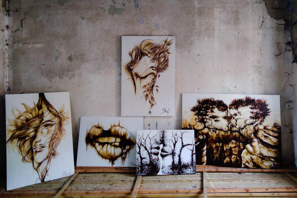 Kávové maľby od Báry Foltovej