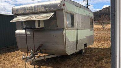 Photo of Kúpila si zničený karavan, spravila z neho peknú pojazdnú kaviareň