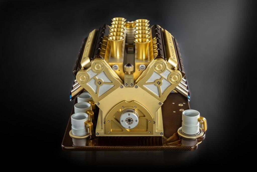 luxusný kávovar pripomínajúci motor F1