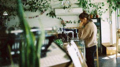 Photo of Vysoké platy zamestnancov alebo nižšia cena kávy? Akú prioritu by mala mať kaviareň?