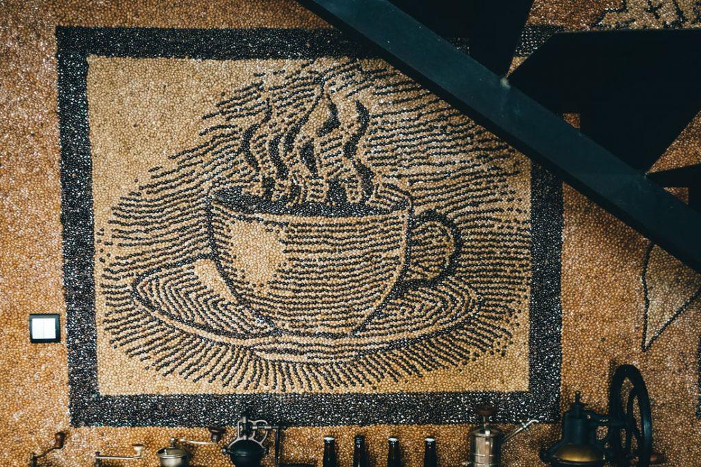 kávová mozaika v Oravakafe