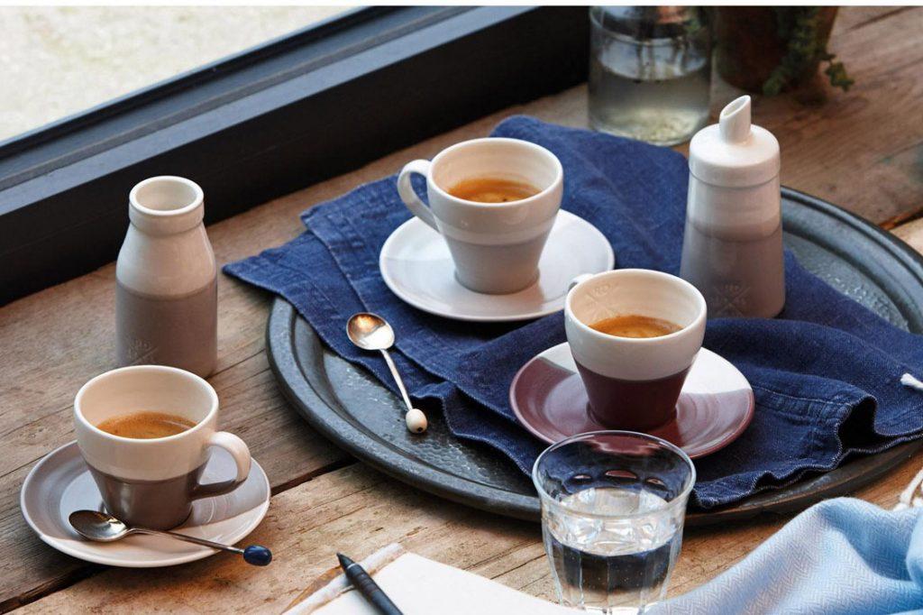 porcelánové šálky na kávu