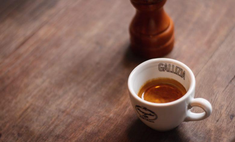 porcelánová šálka na espresso