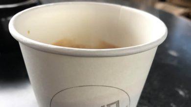"""Photo of Vedci neodporúčajú piť kávu z papierových pohárov, výsledky ich štúdie sú """"znepokojujúce"""""""