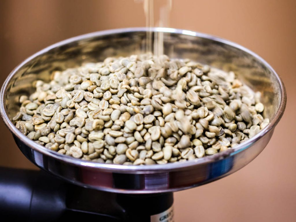 zelené kávové zrná pred pražením