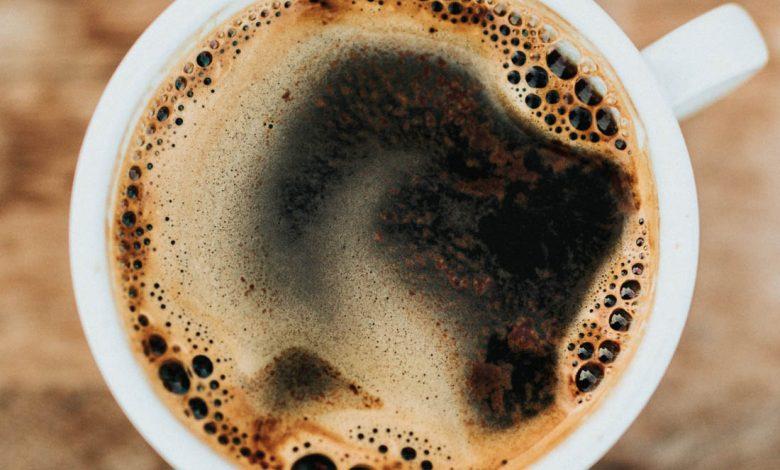 sŕkanie kávy