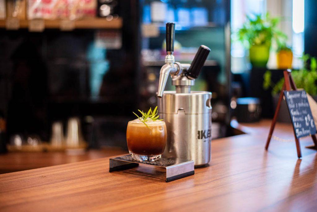 Nitro cold brew coffee v True Brew coffee bar
