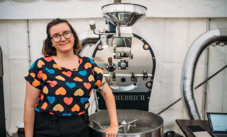 Alica Bánszka pri pražičke kávy