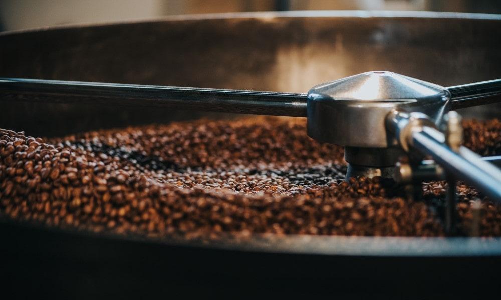 pražička kávy v pražiarni Coffeein